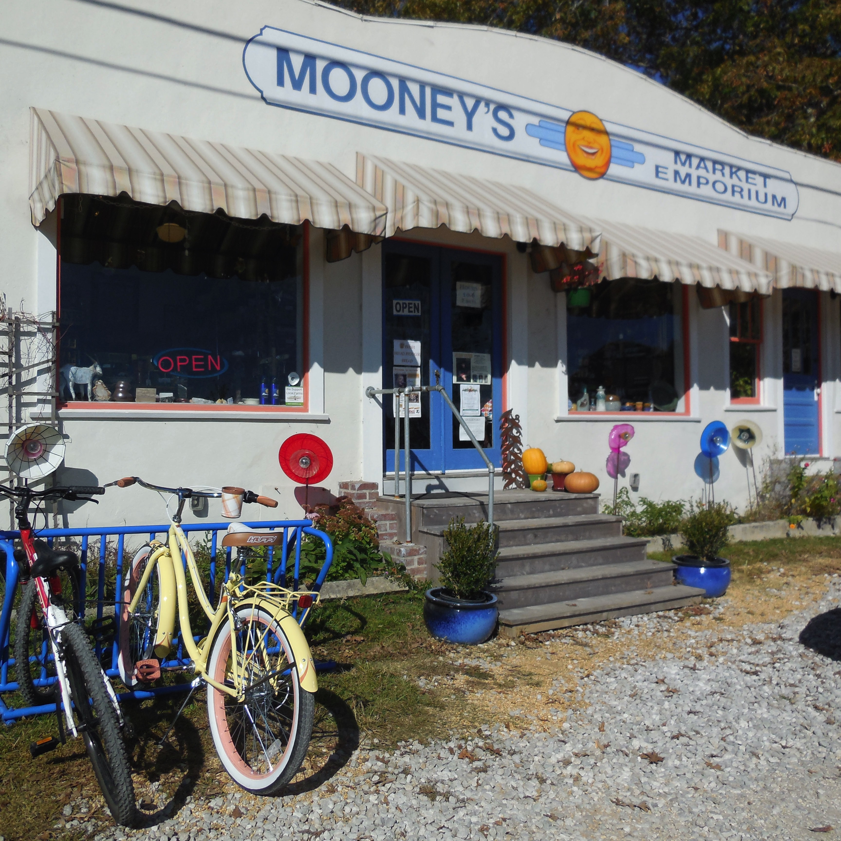 Mooney S Market Emporium And Crescent Café Joan Thomas 1265 West Main St Monteagle Tn 931 924 7400 Casual Dining